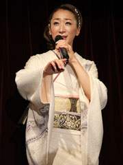 西尾夕紀さん 新曲「龍飛埼灯台」発表会