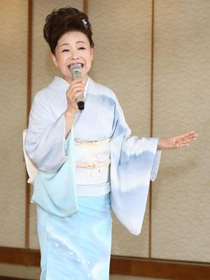 中村美律子、湯布院で新曲「おもいでの宿」をPR02