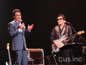 レーモンド松屋のライブに五木ひろしがサプライズ出演。「夜明けのブルース」「博多ア・ラ・モード」などを熱唱