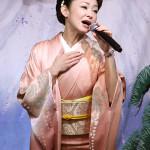 大石まどか 新曲『居酒屋「津軽」』キャンペーン サウンドも振り付けもロックっぽい!?