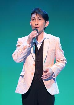 「南部蝉しぐれ」がヒットの福田こうへい 国際フォーラムでコンサート01