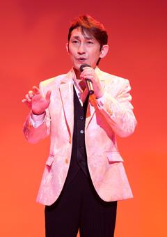 「南部蝉しぐれ」がヒットの福田こうへい 国際フォーラムでコンサート02