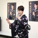 市川由紀乃が新曲キャンペーンで母・栄子さんに新曲歌唱&感謝状をプレゼント。大みそかを目標に!