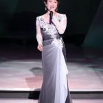 香西かおりが東京・渋谷公会堂でコンサート。新曲「とまり木夢灯り」など18曲熱唱