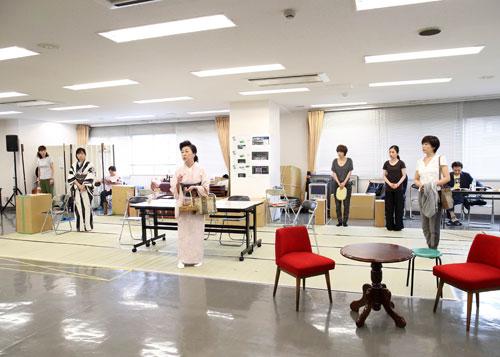 大月みやこと神野美伽稽古場取材会3