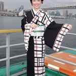 田川寿美が初の屋形船イベント。ファン25組50人を招待。新曲「女の舟唄」が大ヒット中