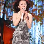 大月みやこが三越劇場で秋のコンサート。徳光和夫のナレーションで戦後70年の歌謡史を振り返りながら熱唱