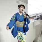 市川由紀乃が東海ラジオの公録番組に出演。愛知・中部国際空港で新曲を披露