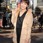 市川由紀乃の新曲「命咲かせて」の大型看板がJR渋谷駅前に登場。大型宣伝トラックも東京都内を走る。
