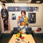 市川由紀乃のカラオケルームが東京・銀座の「カラオケの鉄人 銀座店」に登場。高得点者に景品プレゼント