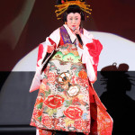 劇団四季研究所出身の真木柚布子が2日間にわたって語り芝居&歌謡ショー。一人7役に挑戦。初の花魁姿披露