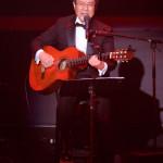 作曲家・弦哲也さんが出身地の千葉・銚子市で音楽生活50周年記念コンサート。川中美幸やサプライズで五木ひろしもお祝いに