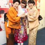 岩佐美咲が新曲「ごめんね東京」発売記念イベント。先輩の中村玉緒、田川寿美が大好きな海老で応援に。海老好き3世代が集合!