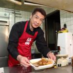 ■山川豊が35周年シングル発売を記念して一日限りの「カラオケ喫茶『再愛』」開店。一日店長&歌披露