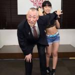 ■73歳の石塚ひろしと13歳の女子プロレスラー・あずみが共同で歌手デビュー発表会