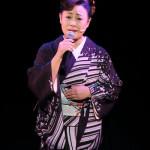 ■真木柚布子が新曲「しぐれ坂」発売記念コンサート。新曲や4つの一人芝居ダイジェストなどを披露
