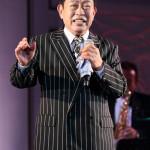 ■新川二朗がデビュー55周年記念ディナーショー。五月みどり、山川豊、島津悦子ら350人がお祝いに
