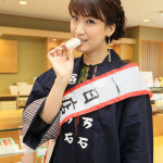 ■市川由紀乃が埼玉の人気和菓子店「十万石」で一日店長。「心かさねてまんじゅう」を一日限定販売