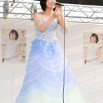 ■水森かおりが新潟・阿賀野市の「水原まつり」でミニステージ。メモリアルコンサートでの特別企画も発表