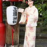 ■田川寿美がファン50人と箱根に日帰りバスツアー。寄木細工作り体験、大ヒット祈願、歌謡ショーで楽しい一日を