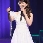 ■市川由紀乃が東京・浅草公会堂でコンサート。カバー曲「難破船」なども披露。「心かさねて」が7万枚突破
