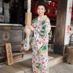 ■青木美保が東京・豊川稲荷で新曲「秋燕」ヒット祈願。病気を克服し、「人の心に響くような歌を歌っていきたい