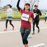 ■山本あきが「金沢マラソン2016」にゲストランナーとして初出場。大会アンバサダーを務めた先輩歌手・島津悦子が応援を
