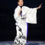 ■中村美律子が神奈川県民ホールで30周年記念コンサート。3枚の豪華着物が当たるプレゼント抽選会も