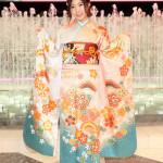 ■岩佐美咲が第6弾シングル「鯖街道」発売記念イベント。苦手なしめ鯖にも挑戦。29日に第2弾コンサートを開催