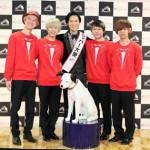 ■ニッパー大使二代目の演歌歌手・山内惠介がロックバンド、KEYTALKに三代目のたすきを継承