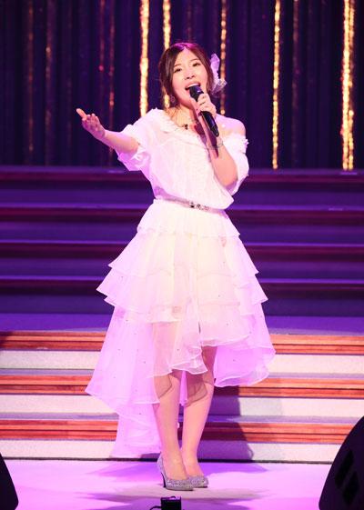 ドレスがかわいい岩佐美咲