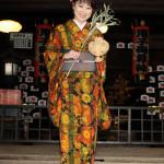 ■井上由美子が鬼子母神堂で新曲「母情歌」ヒット祈願&作品奉納。「ヒットさせ、母に親孝行したい」