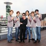 ■レーモンド松屋が日本を代表するホテル街・円山町で新曲「真実・愛ホテル」リリースイベント。純烈がコーラスで参加し、会場は大フィーバー