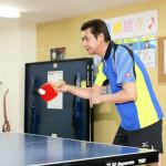■山川豊が「山川の日」を記念して「卓球」にチャレンジ。「スポーツチャレンジシリーズ」第2弾の卓球の試合で4人の小学生相手に3勝1敗の好成績
