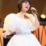 ■水森かおりが東京・中野サンプラザでメモリアルコンサート。昨年の紅白で着た巨大衣装を再披露
