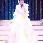 ■市川由紀乃が東京・浅草公会堂でコンサート。島倉千代子、五木ひろしのカバー曲やポップス曲にも挑戦