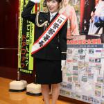 ■岩佐美咲が東京湾岸警察署の一日署長を務め、自らの防犯も紹介。ミニコンサートでは新曲など全6曲熱唱