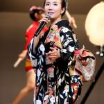 ■椎名佐千子が浅草公会堂でデビュー15周年記念コンサート。五木ひろしから習った和太鼓を初披露