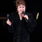 ■シャンソン歌手・佐々木秀実がデビュー15周年記念コンサート。新曲「焦がれ星」を作詞・作曲した加藤登紀子が応援に