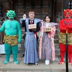 ■小金沢昇司と水城なつみが東京・護国寺で豆まき。ミニライブで年男と年女がそれぞれに新曲などを披露