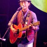 ■奄美三世・タナカアツシがメジャーデビュー曲「大島エレジー」発売記念ライブ。8月1日にユニバーサルMから発売