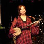 ■成底ゆう子が東京・南青山マンダラでワンマンライブ。新曲があらゆるスポーツの応援ソングとして話題沸騰中