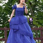 ■水森かおりが新曲の舞台、北海道・支笏湖で開催の「湖水まつり」にゲスト出演。「千歳市観光PR大使」就任後、初仕事のステージで熱唱