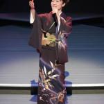 ■香西かおりが東京・新宿文化センターで梅雨開けコンサート。カラオケで大ヒット中の新曲「酒暦」など全16曲熱唱