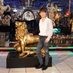 ■パク・ジュニョンが新宿歌舞伎町のホストクラブ「愛 本店」でファン20人限定の新曲ヒット感謝ミニライブ