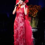 ■森山愛子が東京・草月ホールでデビュー15周年記念コンサート。学生12人の三味線ともコラボも披露
