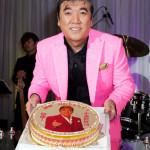 ■小金沢昇司が60歳を迎えた日に還暦バースデーディナーライブ。北島三郎ら30人から届いたお祝いビデオメッセージに大感激
