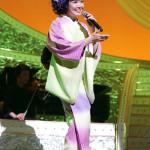 ■田川寿美が東京・浅草公会堂でバースデーコンサート。先輩歌手・グッチ裕三とデュエットも披露