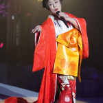 ■真木柚布子が30周年記念ディナーショー「三十年の歌語」開催。30年の集大成ステージでファン300人魅了