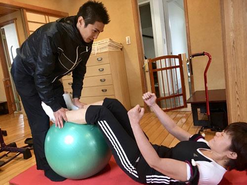 神野美伽(自宅でのトレーニングの模様)